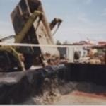 1998 - Das erste Zwischenlager für die Bohrabfälle wird in Betrieb genommen.